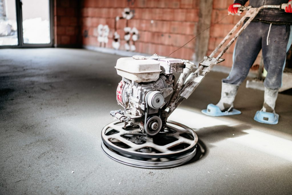 worker-with-power-trowel-tool-finishing-concrete-f-yqxpgeg_optimized